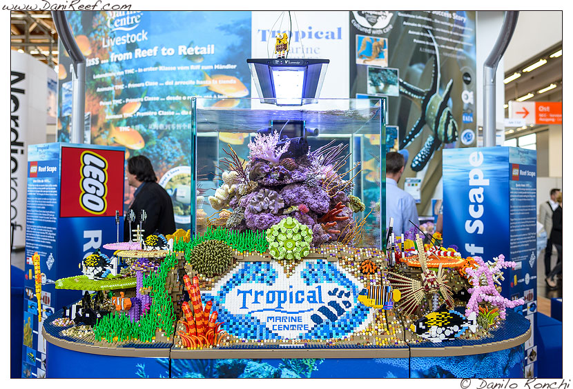 un acquario di lego da tropical marine centre