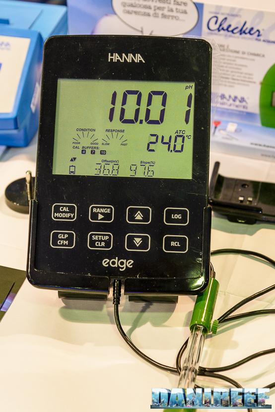 Misuratore pH nello stand Hanna Instrument presso il Piacenza PetsFestival 2014