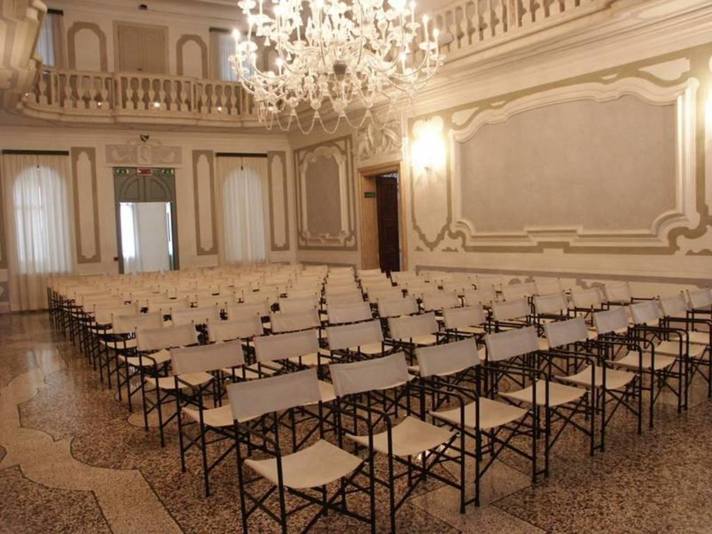 La sala del convegno presso il Palazzo Mantica