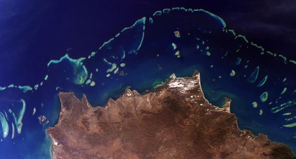 Foto satellitare della Grande Barriera Corallina australiana. Credits: NASA