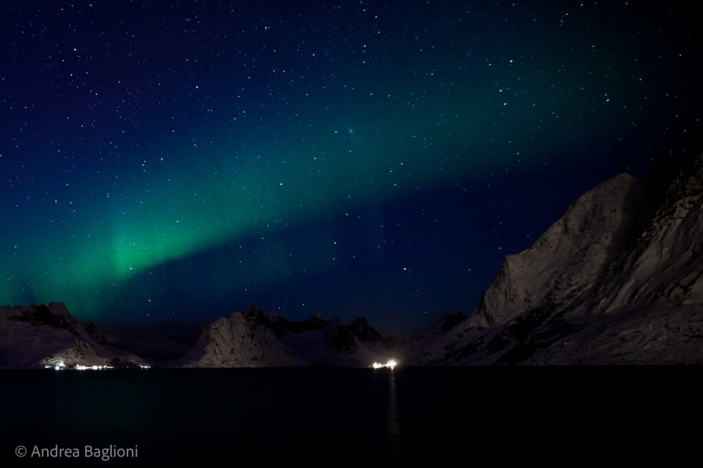 Il fenomeno dell'aurora boreale nella baia di Reine - Isole Lofoten (Norvegia). Lo studio dei cambiamenti climatici nelle zone artico-boreali è il focus del programma ABoVe (Artic Boreal Vulnerability Epxperiment) della NASA, una delle otto macroaree di studio della campagna NASA Earth Expeditions. Photo courtesy of Andrea Baglioni