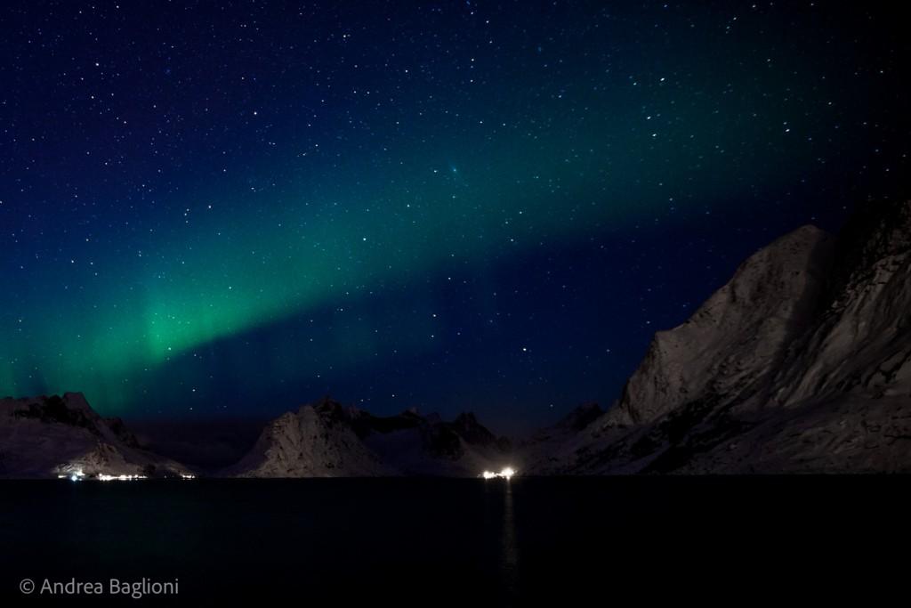 Il fenomeno dell'aurora boreale nella baia di Reine - Isole Lofoten (Norvegia). Lo studio dei cambiamenti climatici nelle zone artico-boreali è il focus del programma ABoVe (Artic Boreal Vulnerability Epxperiment) della NASA, una delle otto macroaree di studio della campagna NASA Earth Expeditions. Photo courtesy of Andrea Baglioni