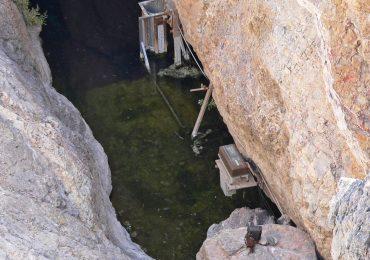 Devil's hole, in questa foto vediamo praticamente tutto l'habitat di questo pesce.