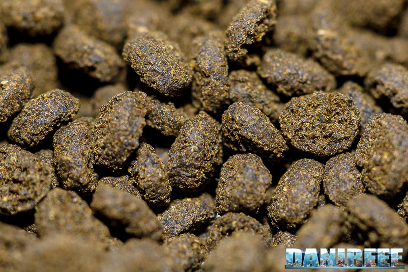 Mangime granulare in Alghe Seaweed Extreme M by Hikari - granuli in macro
