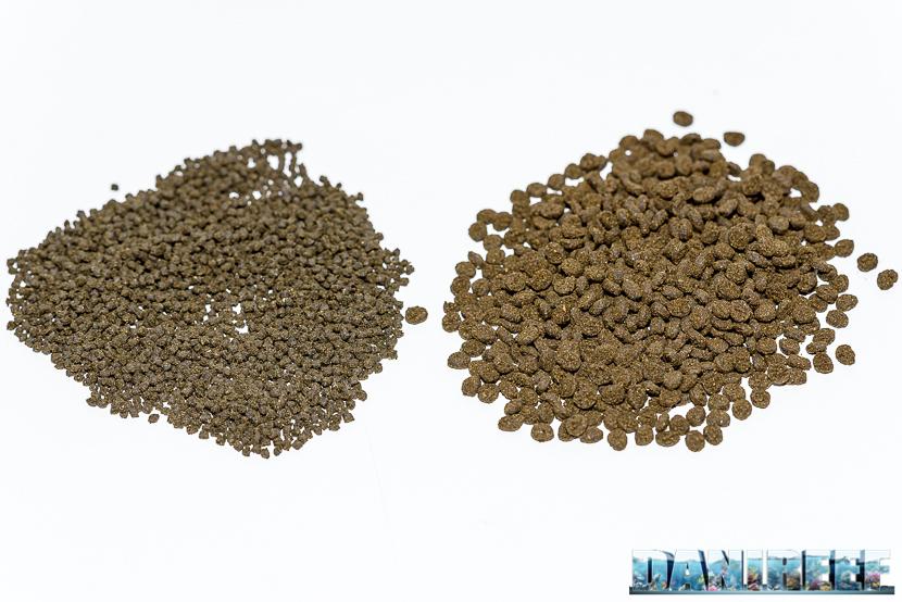 Mangime granulare in Alghe Seaweed Extreme by Hikari S ed M - consistenza dei granuli a confronto