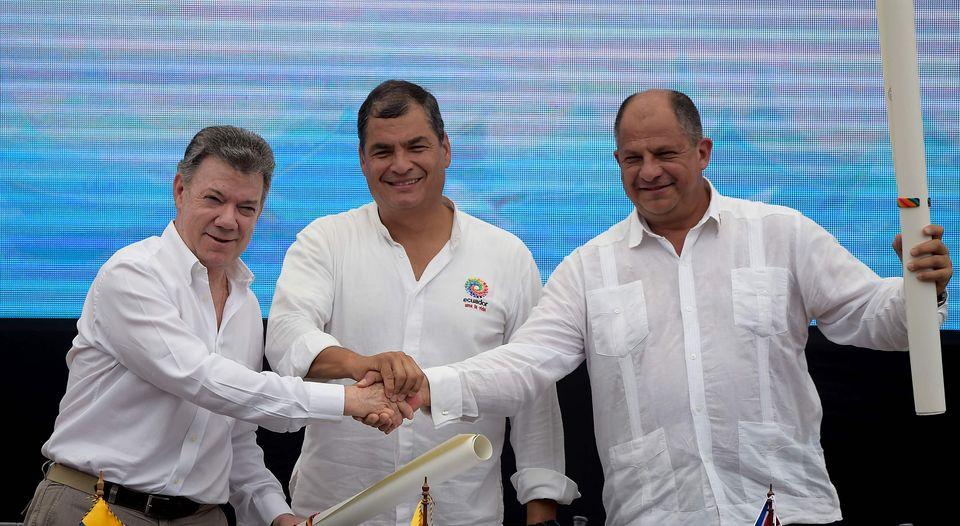 a sinistra Juan Manuel Santos il presidente della Colombia al centro Rafael Correa presidente dell'Ecuador e a destra Guillermo Solis presidente del Costa Rica. Fonte: Ministerio de Relaciones Exteriores y Movilidad Human