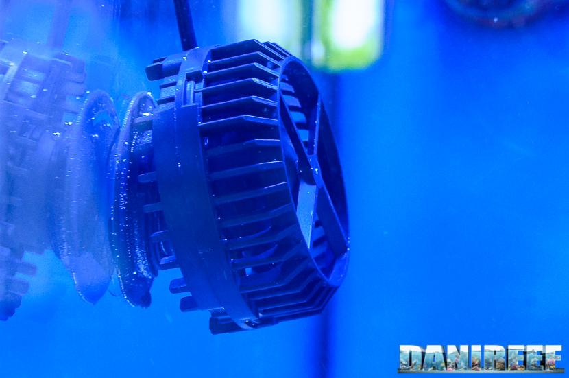La Conch Slim 7 posizionata in vasca con l'adattatore inclinato