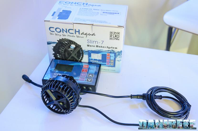 La pompa di movimento Conch Slim 7 con la sua confezione originale ed il controller in dotazione.