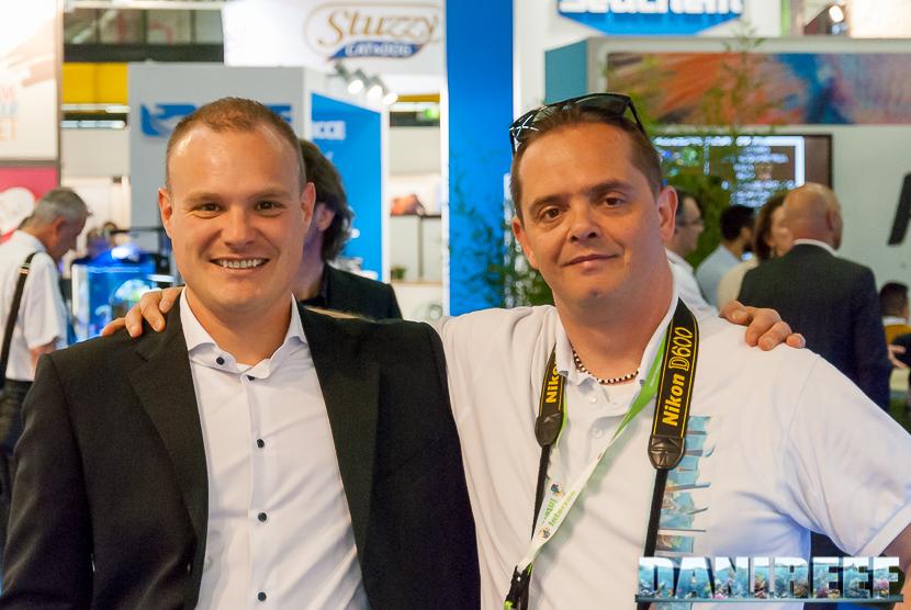 Davide Robustelli a sinistra e Danilo Ronchi (DaniReef) a destra presso lo stand Amtra allo Zoomark 2017