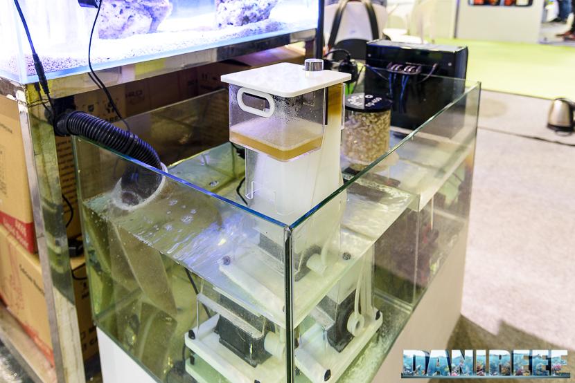 CIPS 2017: Stand Macro Aqua - Titanium Square Skimmer STN 22