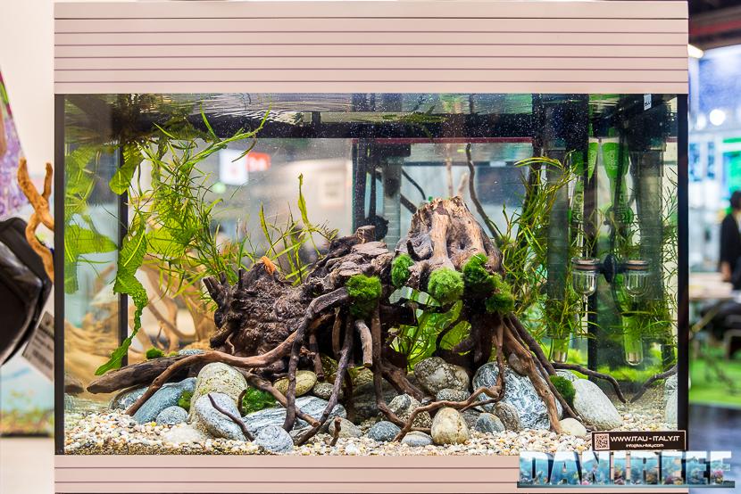 Interzoo 2018: l'acquario Pure L LED presso lo stand Askoll
