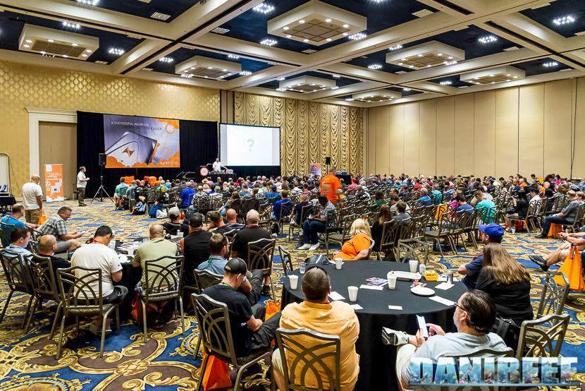 Macna 2018 a Las Vegas, conferenza sul sistema Apex - Terence Fugazzi sul palco.
