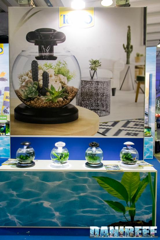 I nuovi acquari globe presso lo stand Tetra al PetsFestival 2018