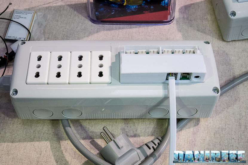 Computer per acquari Aqua Go: unita di potenza e prese elettriche