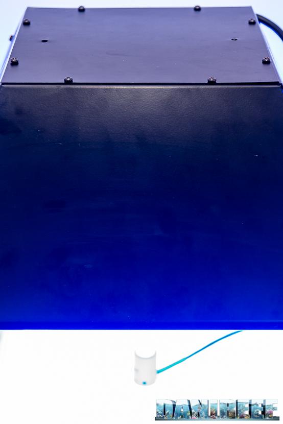 Il rilevatore Apogee sotto il cono del Lumenarc della lampada ad induzione per acquari H.V. Innovation