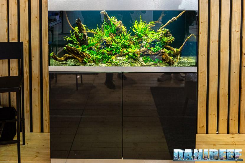 Fiera Zoomark 2019 a Bologna: un acquario allestito in aquascaping presso lo stand OASE