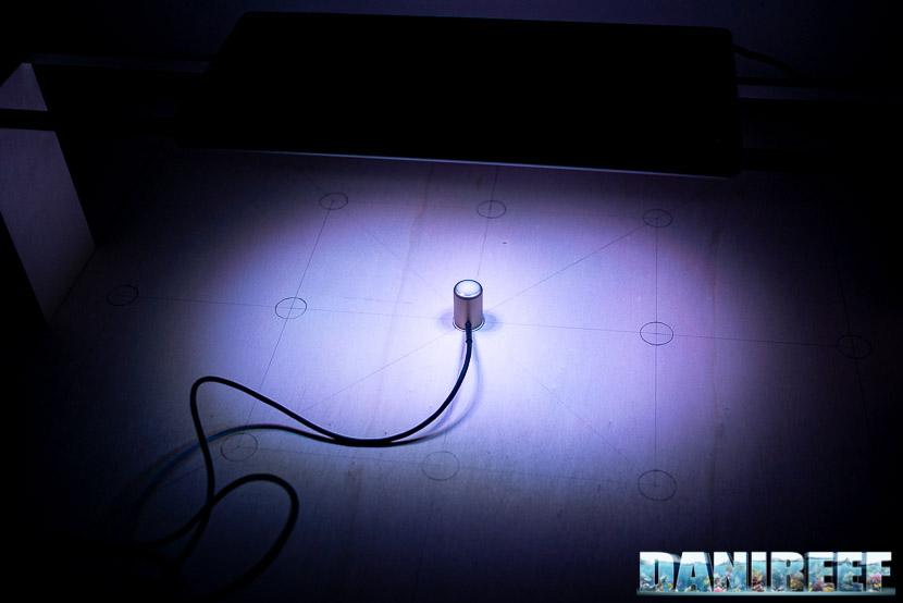 Aqamai LRM nera in tes DaniReef LAB per la misurazione dei PAR a 17 cm di distanza
