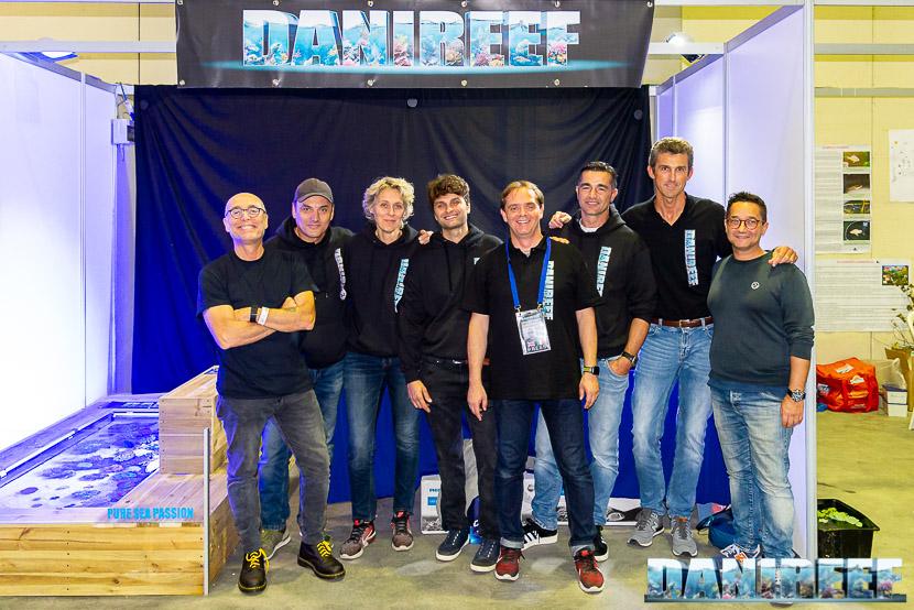 Amici allo staff DaniReef al PetsFestival 2019. Da sinistra: Massimo (Hobby Acquari), Lumaz, Simona, Jonathan, DaniReef, Andres, Federico, Fabio
