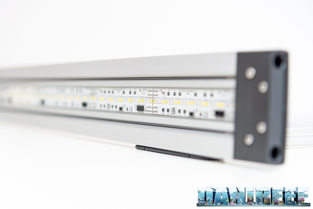 Le barre a LED Oase Highline Premium LED 65 testate nel DaniReef LAB